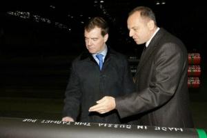 В ходе поездки в Таганрог Дмитрий Медведев посетил металлургический завод и встретился с губернатором Ростовской области Владимиром Чубом