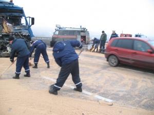 «Вольво» не справился с управлением и допустил столкновение с попутно следовавшим прицепом автомобиля «КАМАЗ»