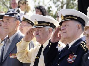 Военные пенсионеры смогут получать заслуженную пенсию
