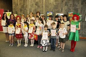 Талантливые юные художники и художницы получили призы из рук Донских депутатов