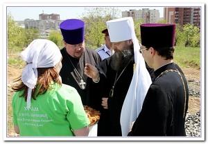 Митрополит Меркурий поздравил общину прихода Петра и Февронии